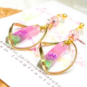 桜色スティックノンホールピアス