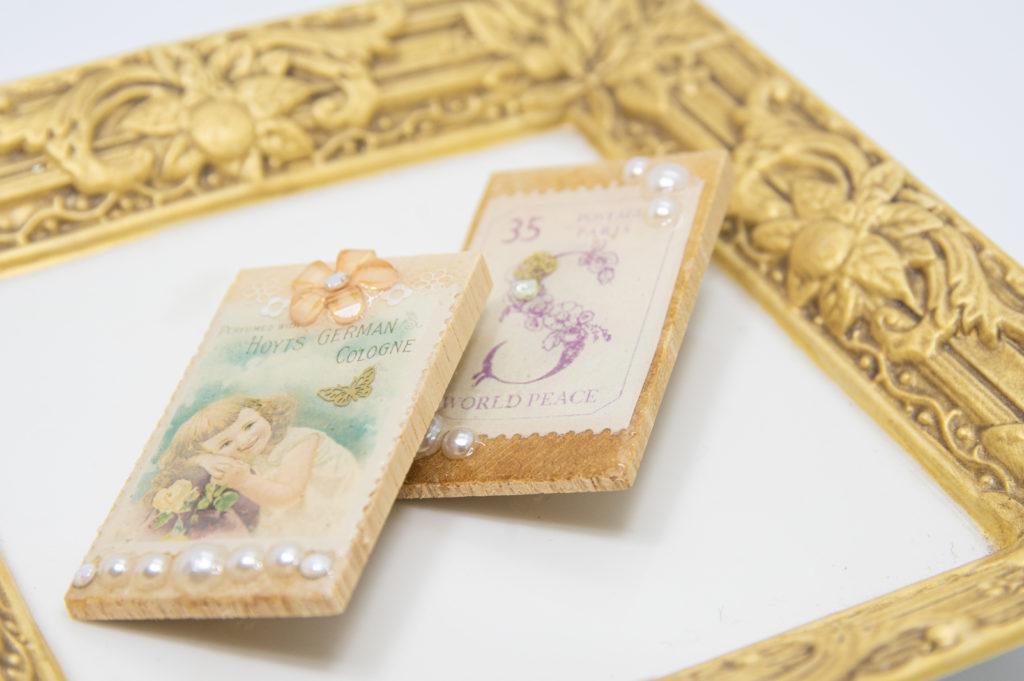 古切手のウッドブローチ(B)