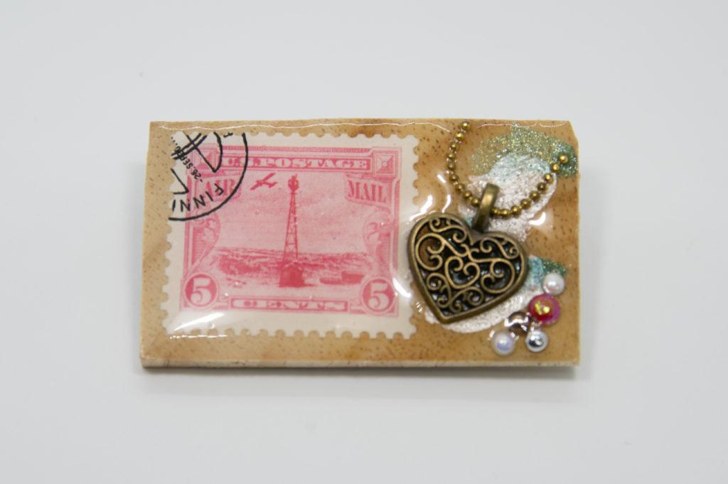 古切手のウッドブローチ(A)